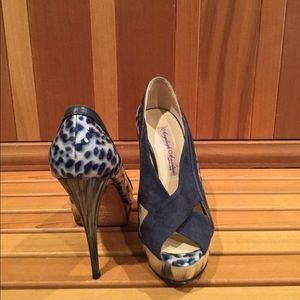 Angeleigh Anastasio Blue Leopard Print stiletto